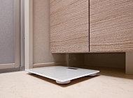 洗面化粧台の下部にヘルスメーターをすっきり収納できるスペースを用意。