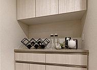 収納や調理、配膳の補助スペースとして便利です。