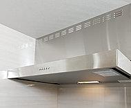 整流板付で匂いや煙をパワフルに吸引するスタイリッシュなデザインのレンジフードを採用。