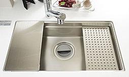 調理スペースを有効活用できるクッキングシンクを採用。