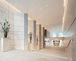 継承と進取。三井不動産レジデンシャルの都心ハイグレードマンションに数多くの実績を誇る建築家・三沢亮一氏とともに、邸宅としての伝統と新たな高級を追求した、次代のレジデンスを創造する。