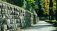 現地周辺の石垣 約130m(徒歩2分)
