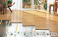 床暖房をリビング・ダイニングに設置。ハウスダストが舞うことも少なく、快適な室内環境を保ちます。