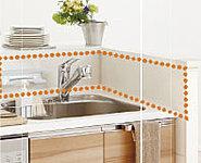 キッチンカウンターに立ち上がりをつけることで、リビングから見える調理中の手元を隠してくれます。また洗いものの水はねも防ぎます。