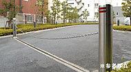 駐車場には、リモコンスイッチで作動するチェーンゲートを採用。大事なお車の盗難防止に配慮しています。