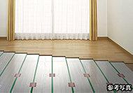 足元から心地よく暖まるTES温水式床暖房を採用。室内の空気を汚さないクリーンな暖房設備です。