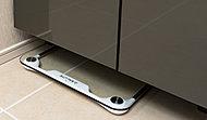 洗面化粧台の足元にヘルスメーター置場を確保し、すっきりとした洗面室を実現しています。