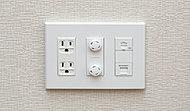 電源、TV、インターネット、電話の端子をまとめたコンセントを全居室に設置。