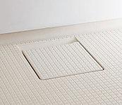 断熱クッション層によって足元のひんやり感を軽減し、滑りにくく、水はけのよいほっカラリ床を採用。畳のような柔らかさが快適です。
