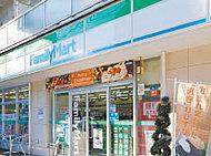 ファミリーマート 札幌南11条店 約190m(徒歩3分)