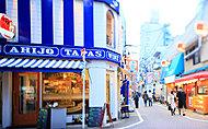 江戸川橋地蔵通り商店街 約140m(徒歩2分)