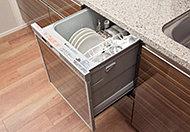 手間をかけずに食後の後片付けができる食器洗い乾燥機を装備。食器の出し入れしやすいスライドタイプです。