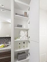 タオル類の収納などのストックに重宝するリネン庫を洗面室に用意しました。