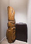 スーツケースやゴルフバック等の大きな物や季節物、アウトドア用品等をまとめて収納できます。用途にあわせて整理収納できる空間です。