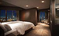 ガラス張りのバスルームと、ゆったり寛げるワイドバルコニーが魅力のゲストルームです。