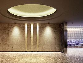 エントランスホールとラウンジには、最前線で活躍する2人のアーティストの壁面アートを設置し、美しく時を刻む静謐な迎賓空間を創出している。