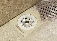ステンレス製の目皿の下には把手つきのヘアキャッチャーがあるのでお掃除も簡単です。