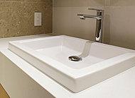 デザイン性に優れているヨーロッパ製の洗面ボウルです。ほどよい存在感が部屋のテイストを損ねることなく水まわり空間を引き締めます。