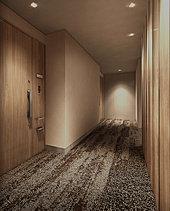 私邸へと導く洗練。やすらぎのプロローブとなる内廊下。エレベーターと住まいの玄関を結ぶ廊下は、ホテルのような静けさが広がる内廊下。ダウンライトが照らし出すカーペット敷きの床面、空調が施された空間。
