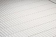 水の表面張力を壊す効果でよく乾き、滑りにくい構造の床。シンプルな床パターンにより見た目もすっきり、普段のお掃除の負担も軽減されます。
