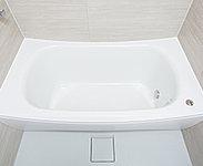 浴槽と風呂ふたを断熱構造にすることにより、保温性を高め、浴槽のお湯を冷めにくくします。