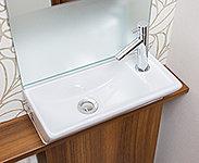 キャビネットに手洗い器がついたコンパクトな手洗いです。陶器はセフィオンテクト加工でお手入れも簡単です。