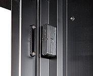 玄関ドアと窓(FIX窓を除く)に開閉センサーを設置。センサーセット中にドアや窓が開くと警報音を発し、管理室・警備会社に自動通報します。