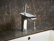 洗面水栓にはハンスグローエ社製のシングルレバー混合水栓を採用。