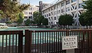 千代田区立番町小学校 約290m