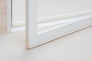 カビが付きやすいドア縁のゴムパッキンをなくし、汚れがたまりやい換気口を上部に配置して、お掃除の負担軽減に配慮しました。
