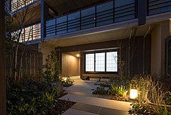 鎌倉の別邸らしく和の情緒を深めた「ゲストルーム」。