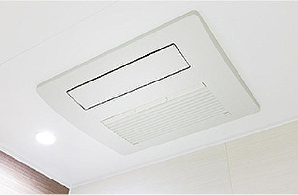 温水式浴室暖房換気乾燥機(雨天時のお洗濯にも役立つ乾燥機能や寒い時期でも快適に入浴できる暖房機能の他、換気・送風といった機能を備えています。)