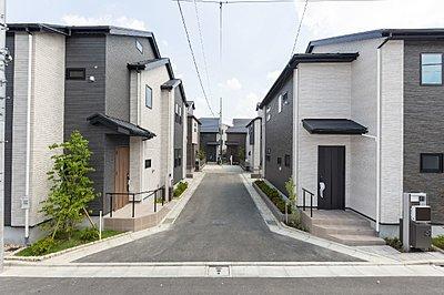 【完成予想図】 最寄駅から徒歩7分の立地に、全6邸の住まいが新たに誕生します。都心への軽快アクセスや、豊富な買い物施設や公園が揃う住環境が整っています。カフェも点在し、日常を彩ります。,3LDK#4LDK,面積80.97m2~90.05m2,価格5783万円~6656万円,JR中央線「荻窪」駅 バス12分「井荻駅」バス停 徒歩8分,西武新宿線「井荻」駅 徒歩7分,東京都杉並区井草5-124-3