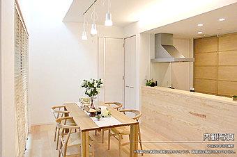 [内観]平成28年3月撮影 ※写真内の家具は価格に含まれますが、調度品は価格に含まれません。