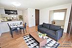 [4号地 内観]平成29年6月撮影 ※写真内の家具は価格に含まれますが、調度品は価格に含まれません。