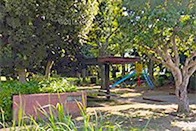 二本松児童公園 約100m(徒歩2分)