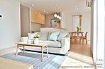[1号地 内観]平成30年5月撮影 ※写真内の家具は価格に含まれますが、調度品は価格に含まれません。