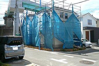 JR総武線「幕張」駅徒歩10分・「幕張本郷」駅徒歩15分の立地です。(現地写真)平成29年3月撮影