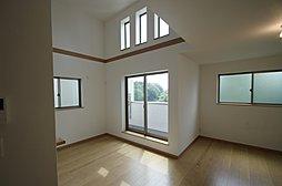 「戸建でマンションのような開放感のある家」SHINING ST...