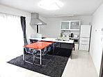 奥様こだわりのキッチンは、収納豊富なシステムキッチン、開放的なアイランドキッチン、お料理はかどるL型キッチンなどからお選び頂けます。