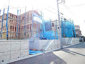 各区画の建築が続々と始まっています。