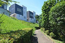 公園至近の美しい桜並木沿いに誕生。「グラデヴォーレ緑ヶ丘4」
