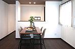 <2号棟間取り図> 16帖の広々リビングと6帖のゆったり和室が扉2枚分繋がっておりワンランク上の開放感を演出します。