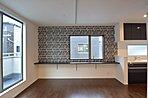 各邸にカラーコーディネーターによるインテリアデザインを採用。豊富なバリエーションからお好みの1邸見つけてください。リビングダイニングキッチン(K号棟)