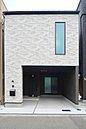 LDKは和室を開放すると27.5帖の大空間が広がります。個々の空間を大切にしながらも一体感のある空間で過ごすことができます。 /コンセプトハウス「座して暮らす家」