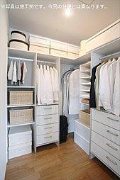 主寝室に設置したウォークインクローゼットは夫婦での使い分けが可能です(施工例写真)