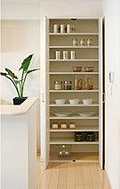 食材等の保管に便利なパントリー収納