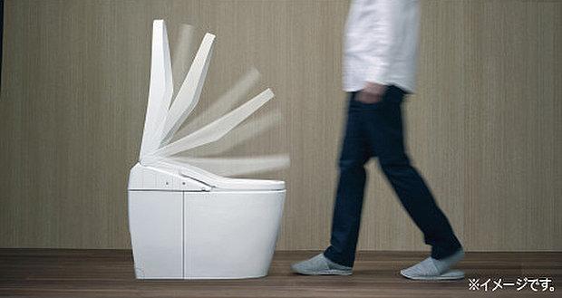 【オート開閉機能つきトイレ】自動で便座が開く「オート開閉機能」キレイが100年続く「アクアセラミックトイレ」「自動洗浄機能」「フチレス形状」従来品と比べて年間69%節水でお得です。