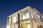 住友不動産が誇る、Jアーバンデザイン採用。ガラスマテリアルがこの街区のシンボルとなる。※平成28年1月撮影