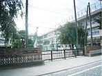 【石神井台小学校…徒歩2分】現地から2分の近距離にある石神井台小学校。近隣の特別支援学校や幼稚園・保育園、高齢者福祉施設での交流を大切にしています。